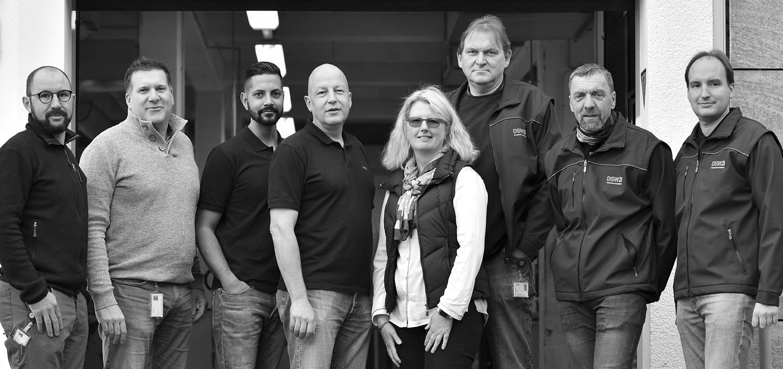 Technische Ausbilder von links nach rechts: Sebastian Wessel, Dennis Masuhr, Benjamin Belahcene, Holger Grabowski, Kerstin Gruß, Bodo Fast, Kurt Sohrweide, Jörg Jacob